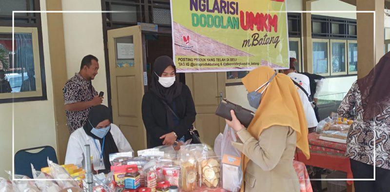 Para pelaku UMKM di Kabupaten Batang diberi peluang untuk menjajakan produknya dengan cara berkeliling ke kantor instansi pemerintah. (Foto: Diskominfo Kab Batang)