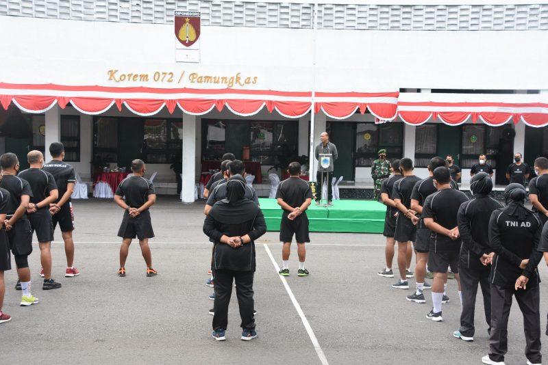 Agenda kegiatan 'Jam Komandan' yang digelar di Lapangan Apel Makorem 072/Pamungkas. (Foto:Penrem 072/Pmk)