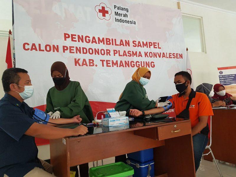 Para penyintas ini menjalani screening dan pengambilan sampel darah di PMI Temanggung, Kamis (12/8/2021). (Foto:Diskominfo Kab.Temanggung)