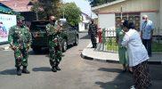 Danrem Pamungkas tiba di Ndalem Kadipaten Pakualaman untuk melihat pelaksanaan vaksinasi. (Foto: dokumentasi Kodim Yogya)