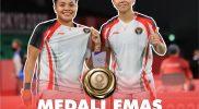 Ganda putri Indonesia Greysia Polii/Apriyani Rahayu dan medali emas kemenangannya di Olimpiade 2020 Tokyo. (Foto: @Kemenag_RI)