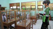 Ganjar mengecek proses pelaksanaan PTM di SMPN 13 Kota Semarang. (Foto: Humas Jateng)