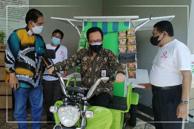 Wakil Walikota Yogyakarta, Heroe Poerwadi sangat mengapresiasi apa yang telah dilakukan PT Solar Indonesia melalui inovasi gerobak listriknya. (Foto: Humas Pemkot Yogyakarta)