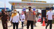 Bupati Pekalongan Fadia Arafiq, saat meresmikan pembukaan GT Bojong. (Foto: Diskominfo Kab Pekalongan)