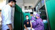 Walikota Surakarta, Gibran Rakabuming, meninjau pelaksanaan Vaksinasi dosis 2 di Balai Muhammadiyah Kota Surakarta. (Foto: Humas Pemkot Surakarta)