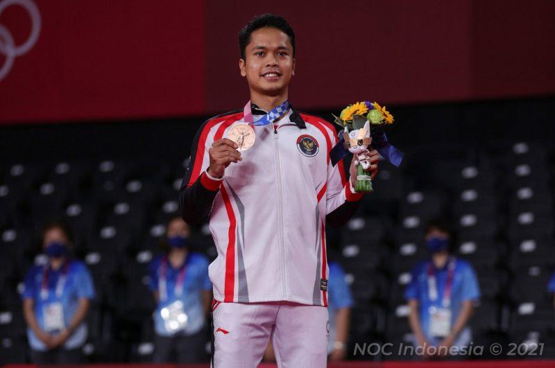 Anthony Sinisuka Ginting meraih medali perunggu tunggal putra bulu tangkis Olimpiade Tokyo 2020. (Foto: nocindonesia/kemenpora.go.id)