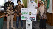 Walikota Yogyakarta Haryadi secara simbolis menerima bantuan 15 unit konsentrator oksigen dari Goto kepada Pemkot Yogyakarta. (Foto: Humas Pemkot Yogyakarta)