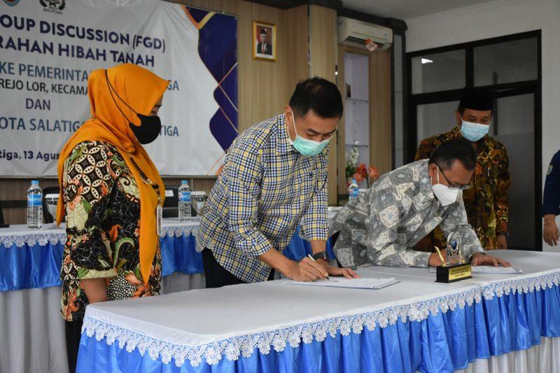 Penandatanganan serah terima hibah tanah Pemerintah Kota Salatiga dan IAIN Salatiga. (Foto:Diskominfo Salatiga)