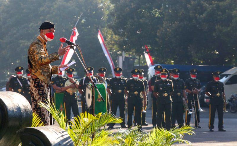 Gubernur Ganjar Pranowo saat upacara peringatan HUT ke-71 Provinsi Jawa Tengah di halaman Kantor Gubernur, Minggu (15/8/2021). (Foto: Diskominfo Jateng)