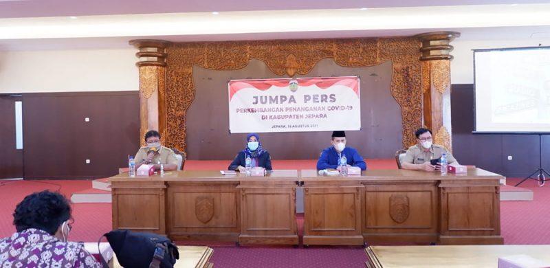 Kepala Dinas Kesehatan Kabupaten Jepara Mudrikatun saat jumpa pers. (Foto: Dokumentasi Diskominfo Jateng)