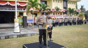 AKBP Mochammad Sajarod Zakun saat arahan Apel Jam Pimpinan di halaman Mapolres Magelang. (Foto: Humas/beritamagelang)