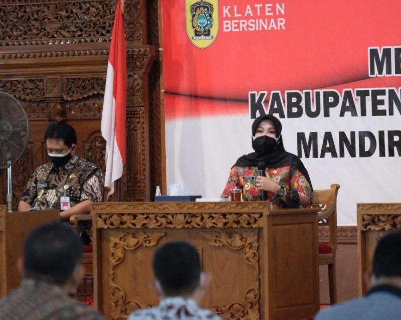Bupati Klaten, Sri Mulyani menyampaikan permintaan maaf atas nama Pemerintah Kabupaten Klaten kepada masyarakat. (Foto:Diskominfo Klaten)