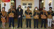 Pengurus KONI DIY usai bertemu Gubernur Sri Sultan Hamengku Buwono X. (Foto:Humas Pemda DIY)