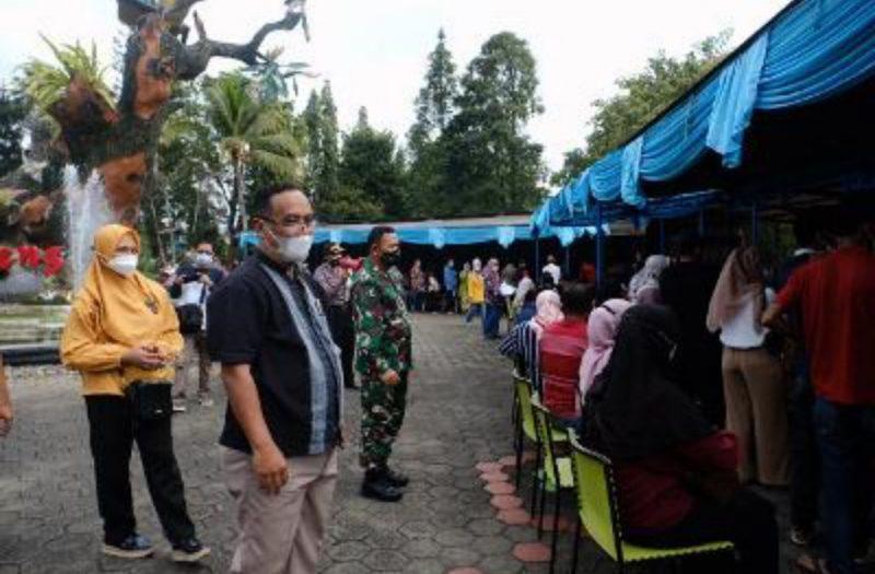 "Pelaksanaan ""Wisata Vaksin"" di Taman Kyai Langgeng. (Foto:Humas Pemkot Magelang)"