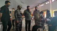 Wakil Walikota Yogya Heroe Poerwadi meninjau pelaksanaan vaksinasi yang diadakan oleh Pangkalan TNI Angkatan Laut (Lanal) Yogyakarta bersama Kelurahan Terban