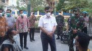 Menteri Luhut Binsar Pandjaitan kunjungi Malioboro dan bertemu sejumlah PKL. (Foto: dokumentasi Kodim Yogya)
