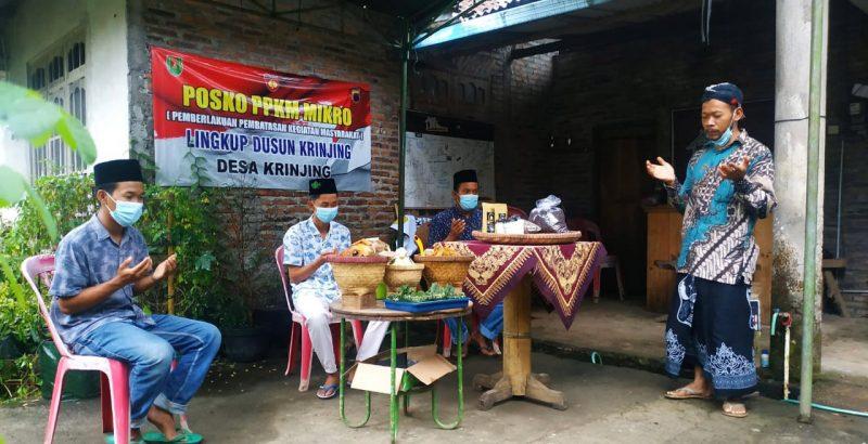 Khidmat doa mengawali tradisi Miwiti kopi Desa Krinjing Kecamatan Kajoran Kabupaten Magelang. (Foto: Humas Magelang)
