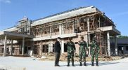 Danrem 072/Pamungkas Kolonel Inf Afianto saat meninjau pembangunan relokasi Makodim 0709/Kebumen. (Foto: Dokumentasi Penrem 072)