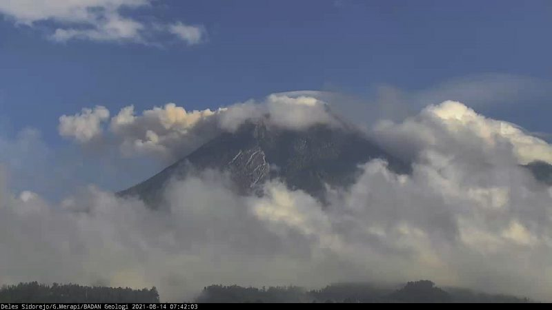Gambar visual aktivitas Gunung Merapi, Sabtu (14/8/2021) pukul 07.40 WIB. (Foto: BPPTKG)