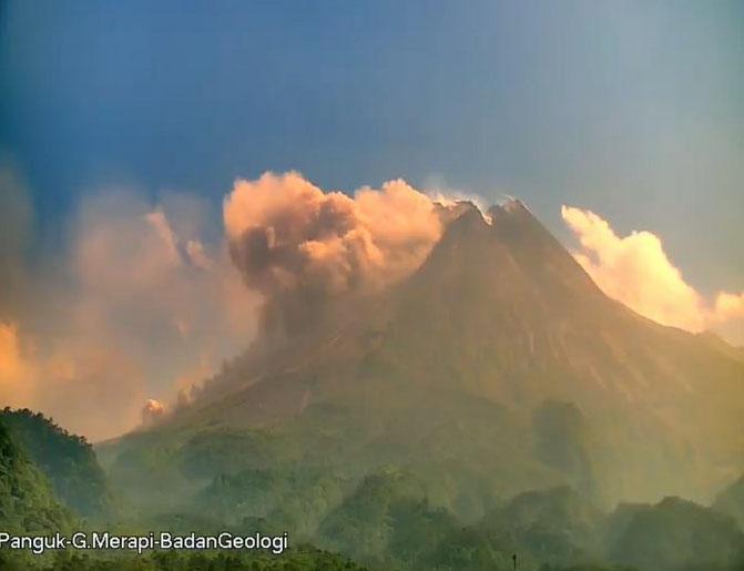Penampakan visual Gunung Merapi, Senin (16/8/2021) pukul 08.45 WIB. (Foto:BPPTKG)