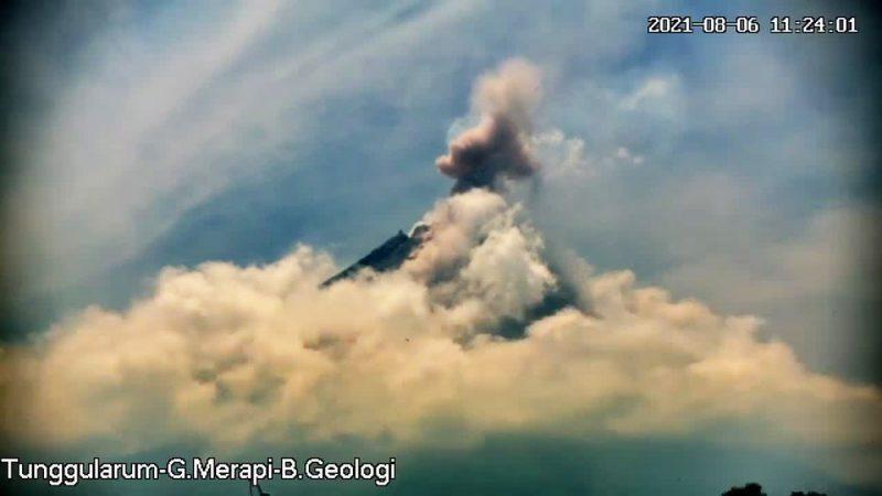 Penampakan Gunung Merapi pada Jumat (6/8/2021) pukul 11.24 WIB. (Foto: BPPTKG)