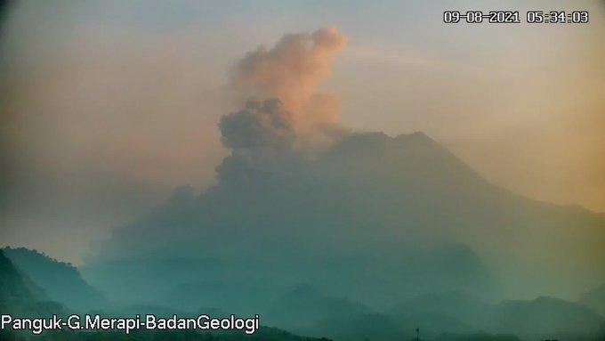 Foto penampakan Gunung Merapi, Senin (9/8/2021) pukul 05.34 pagi tadi. (Foto: BPPTKG)