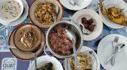 Menunya dari dulu sampai sekarang tak berubah. Ini salah satu yang membuat khas di warung makan 'Nasi Merah Pari Gogo' Semanu. (Foto: Agoes Jumianto)