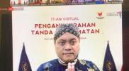 Nuryanto mendapatkan penghargaan Satya Lancana Kepariwisataan dari Presiden RI, Joko Widodo. (Foto: Humas/beritamagelang)