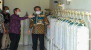 Bupati Bantul H. Abdul Halim saat meninjau Instalasi Generator Oksigen yang baru saja diresmikannya. (Foto: Humas Bantul)