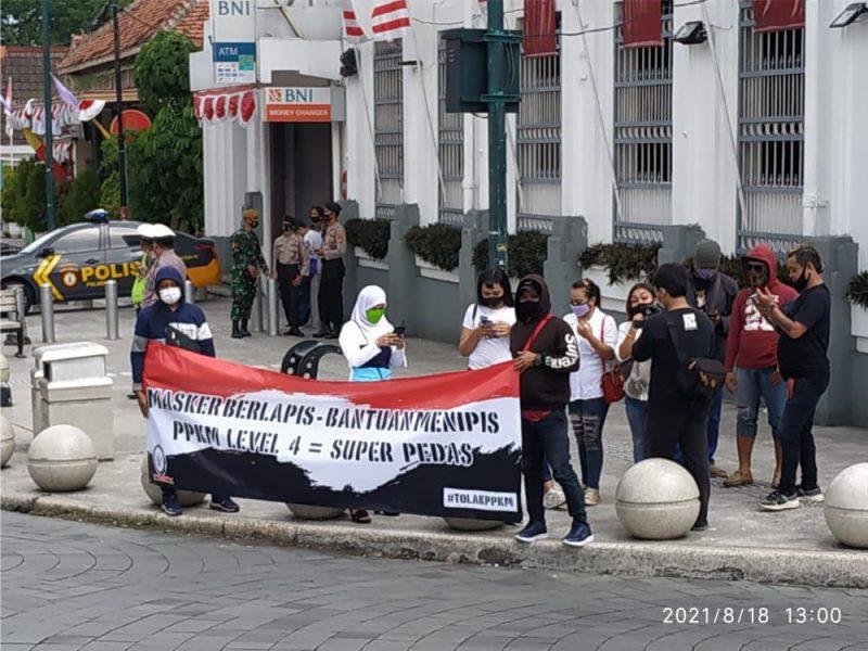Sejumlah pekerja hiburan turut menggelar aksi agar diberi kelonggaran untuk bisa kembali bekerja. (Foto: dokumentasi koes gapplek)