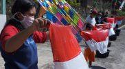 Menyambut HUT RI ke-76 Karangtaruna Dukuh Beji Desa Sidomulyo melakukan tradisi cuci bendera di jalan. (Foto: Diskominfo Boyolali)