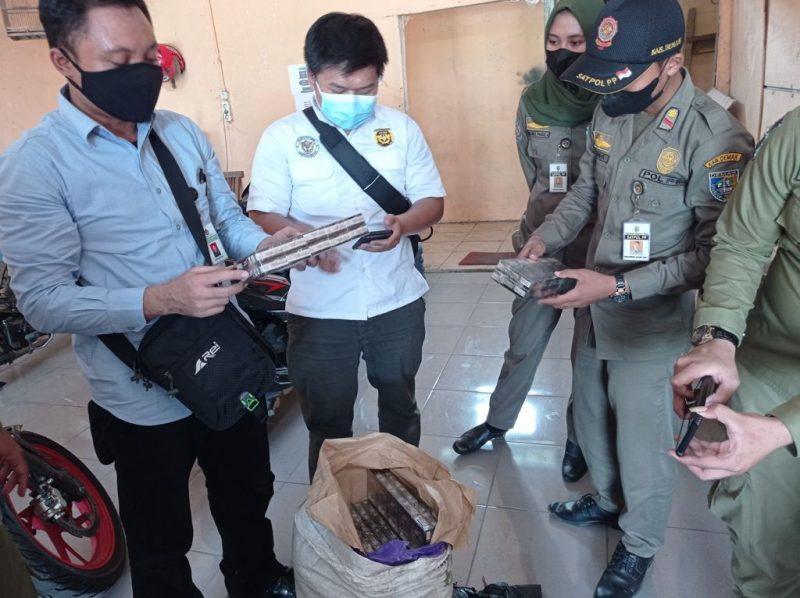 Sejumlah barang bukti rokok ilegal disita petugas. (Foto: Diskominfo Demak)