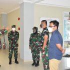 Danrem PAmungkas Brigjen Ibnu Bintang Setiawan meninjau kesiapan isoter UNY.  (Foto: dokumentasi Kodim Yogya)