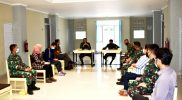 Rapat persiapan pelaksanaan isolasi terpusat yang dipimpin Dandim Sleman dihadiri Dandim Yogya. (Foto : dokumentasi Kodim 0734/Yogyakarta