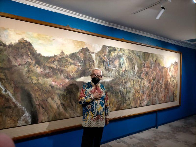 Sidik Martowidjojo dan lukisannya berjudul