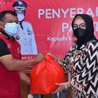 Pemkab Sukoharjo mulai menyalurkan bantuan paket sembako hasil dari Gerakan ASN Peduli Sukoharjo. (Foto: Humas Pemkab Sukoharjo)