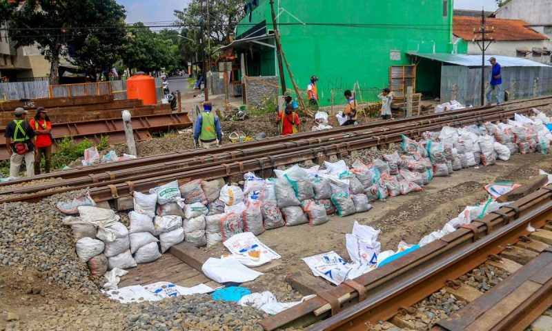 Pembangunan jalur ganda Solo-Semarang Fase 1 Kota Surakarta adalah untuk mengakomodasi dan mengantisipasi pergerakan lalu lintas penumpang. (Foto: Humas Pemkot Surakarta)