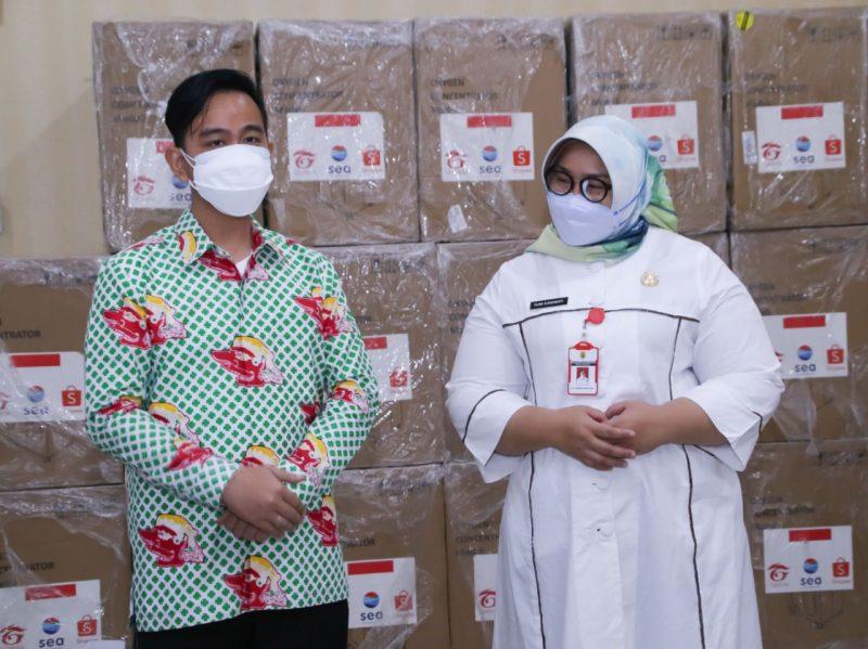 Wali Kota Surakarta Gibran Rakabuming bersama Bupati Sragen Kusdinar Untung Yuni Sukowati.(Foto:Diskominfo Surakarta)