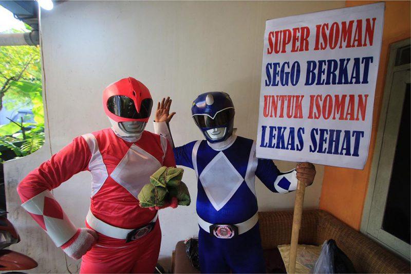Danar dan Pipit menjadi Super Hero agar anak-anak senang dan terhibur di tengah pandemi. (Foto: dokumentasi pribadi)