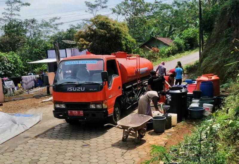BPBD Kabupaten Temanggung mulai melakukan droping air bersih untuk daerah rawan kekurangan air bersih. (Foto: Diskominfo Kab Temanggung)