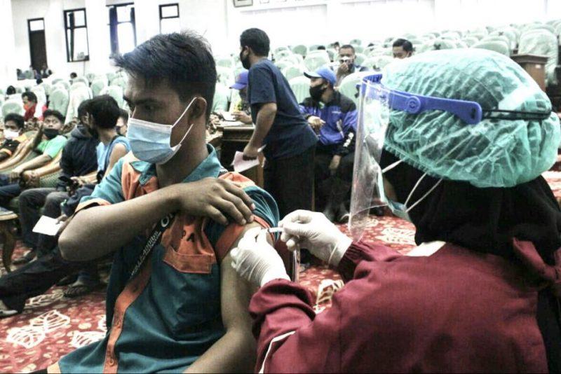 Pemkab Temanggung kejar target vaksinasi. Sampai kini baru terealisasi 15% dari target vaksinasi sebanyak 554.126 orang. (Foto: Diskominfo Temanggung)