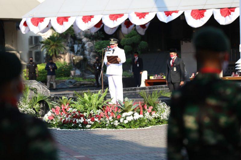 Wagub saat menjadi pembina upacara HUT ke-76 Kemerdekaan Republik Indonesia, di halaman Kantor Gubernur. (Foto: Diskominfo Jateng)