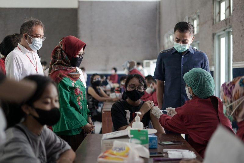 Pelaksanaan vaksinasi anak program Vaksinasi untuk Negeri dalam rangka menyambut HUT ke-76 RI yang digelar GPIB Salatiga. (Foto: Diskominfo Jateng)