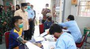Wakil Gubernur Jawa Tengah Taj Yasin Maimoen saat mengunjungi pelaksanaan vaksin di Lapas II A Purwokerto. (Foto: Humas Jateng)
