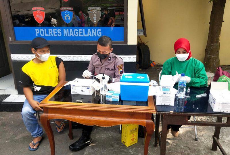 Polres Magelang terus melaksanakan Vaksinasi Merdeka Candi di beberapa lokasi. (Foto: Humas/beritamagelang)