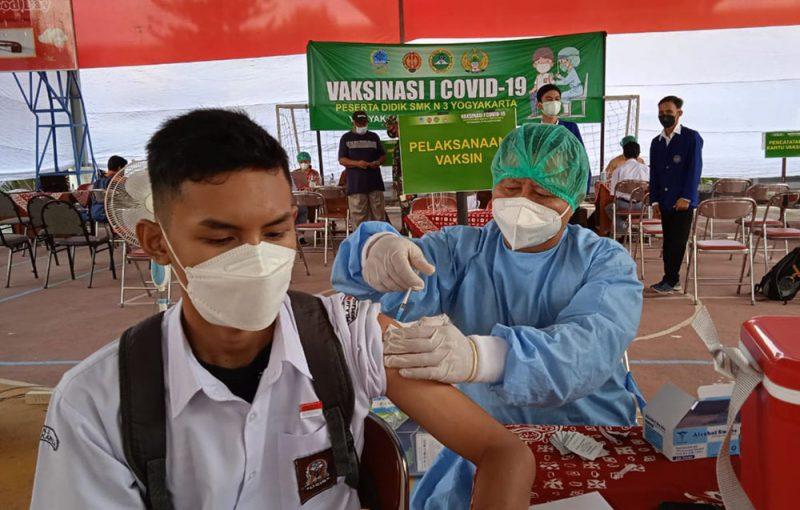 Kegiatan vaksinasi pelajar di SMK N 3 Yogyakarta. (Foto: Dokumentasi Kodim 0734/Kota Yogyakarta)