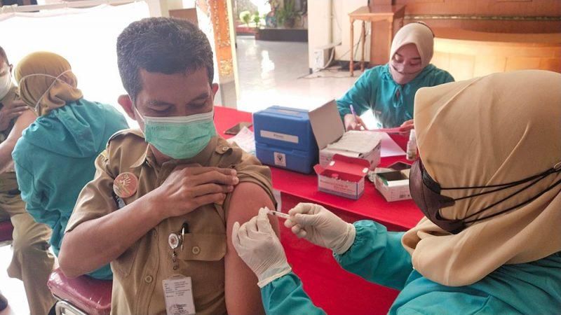 Gelar vaksinasi di Pendapa Rumah Dinas Bupati Wonogiri. (Foto: Diskominfo Wonogiri)