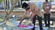 Wakil Bupati Sukoharjo Drs H Agus Santosa saat ziarah makam. (Foto: Humas Pemkab Sukoharjo)
