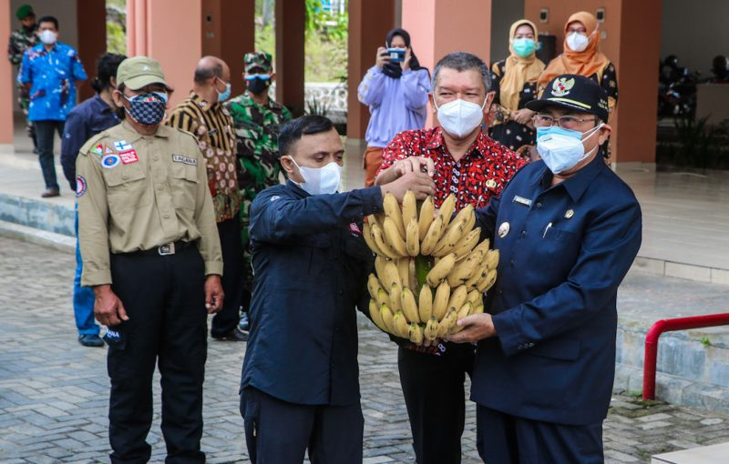 Bantuan ini sebagai antisipasi dan kepedulian pemerintah kepada nakes dan penghuni isoter untuk meningkatkan asupan gizi agar imun tubuh meningkat. (Foto: Humas Pemkab Kulonprogo)