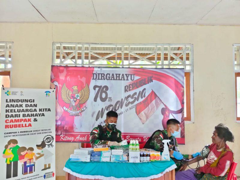 Prajurit Satgas Yon 512/QY gelar pengobatan massal dan gratis bagi warga perbatasan Papua-PNG.  (Foto: Penerangan Yonmek 512/QY)